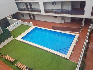 Apartamento con 2 habitaciones, plaza de parking y piscina comunitaria