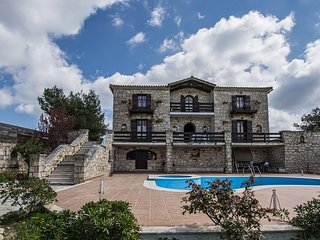 Villa Paraskevi-4 bedroom villa with private pool