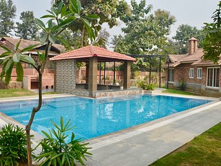 Beautiful Farmhouse with Swimming Pool near Manesar