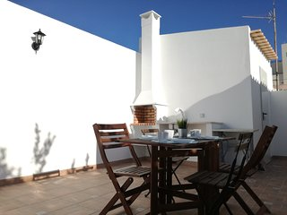Typical Faro House- Cozy, with terrace & barbecue