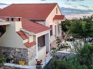 3 bedroom Villa in Gornje Selo, Splitsko-Dalmatinska Zupanija, Croatia : ref 556