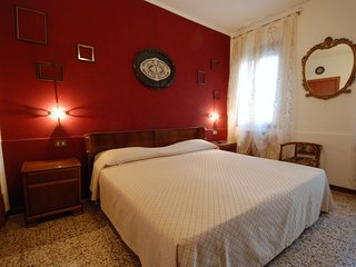 Venice Apartment Sleeps 6 with Air Con and Free WiFi - 5697225