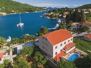 4 bedroom Apartment in Soline, Dubrovacko-Neretvanska Zupanija, Croatia : ref 55
