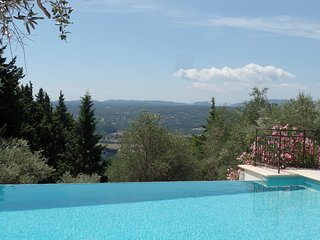 Great Villa with Infinity Pool, Stunning Views & Walking Distance to Village