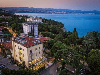 15 bedroom Villa in Lovran, Istarska Županija, Croatia : ref 5052979