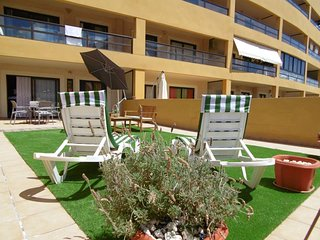 4 - Apartment with big terrace, garden, side sea view, Heated Pool