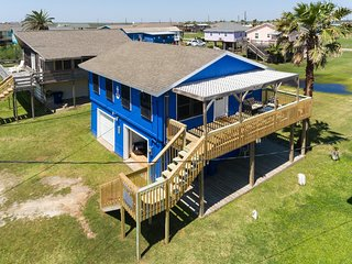 Ocean Blue w/ Garage Lounge & Nearby Beach Access!