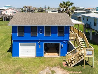 Ocean Blue w/ Cool Garage Lounge & Close Beach Access!