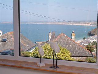 Spacious luxurious house with stunning sea views over St Ives Bay, 5 mins beach.
