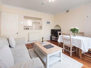Central Brighton spacious apartment that sleeps six