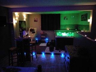 Nuit romantique avec jacuzzi privatif et fauteuil massant