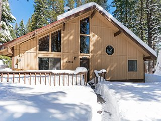 Rustic Tahoe Cabin Minutes from Donner Lake