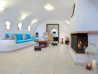 Iridanos Cave House