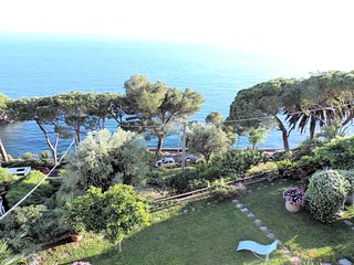 Stella Blu:  Four apartments facing the Ligurian sea, with garden and pool