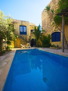 300 yo rustic 4 bedroom farmhouse with private pool