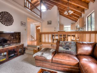 Cute Tahoe Donner Home with HOA Access