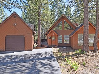 Splendid Tahoe Donner Home with HOA
