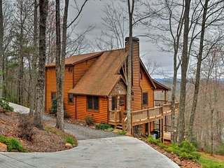 Blue Ridge Cabin w/ Hot Tub & Furnished Deck!