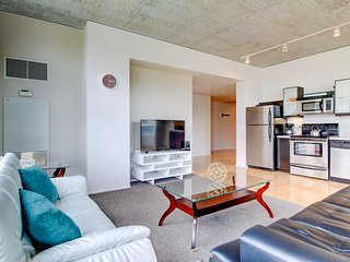 2BR Stylish Apartment in Pearl District Lic324