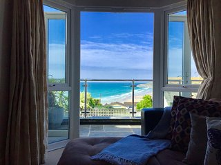 Golden Bay Apartments 2 bed clifftop apt with large terrace and sea views