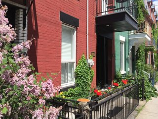 Plateau Mont Royal (Master Bedroom) Steps from downtown Montreal