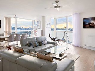 Luxury 2bed 3bath Greenwich W/Balcony&River Views