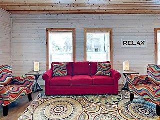 601TC - Vacation Townhouse, Large Shared Pool,3 Bedroom, 2.5 bath, Sleeps 8