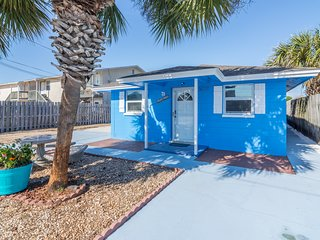 Villa Paradise, Pet Friendly, two blocks from the beach
