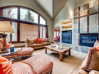 Spacious, Luxury Arrowhead Home, with Private Hot Tub, Firepit and Views