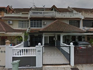 Homestay Near Queensbay Mall Penang (NO 5)