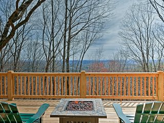 NEW! Jasper Cabin w/ Deck & Stunning Valley Views!