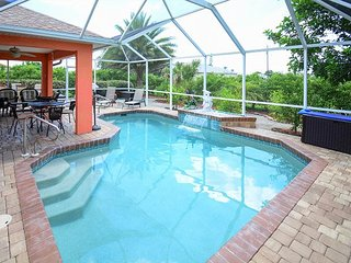 3BR w/ Screened Lanai and Heated Pool - Near Shopping, Dining, & Golf