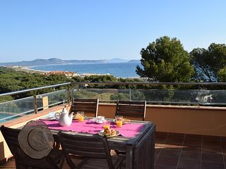 1C-Apartment first line, spectacular sea views Community pool and garden.