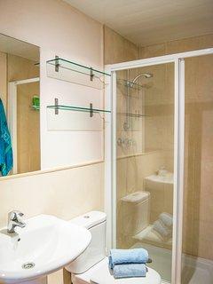 bathroom with shower-SA PUNTA COSTA BRAVA