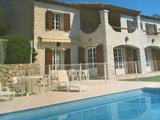 Coquet 3P dans belle Villa Provencale avec piscine, garage et jardin