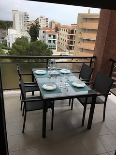 Gran terraza con mesa de 1,50 X 0,90, y 6 sillones Sol de mañana y toldo