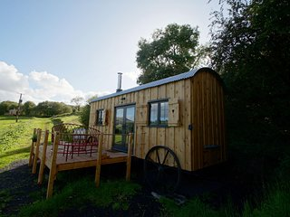 The Mallard - Shepherds hut style glamping in the Brecon Beacons: 515921