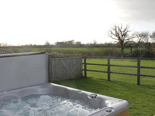 Parbrook Barn Nr Glastonbury with hot tub