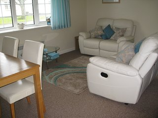 Scurlage, Gower,fab bungalow sleeps 4, pool,shops, close to Port Eynon,Rhossili