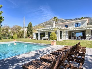 Luxury Holiday Villa with guest house in Marbella Hills