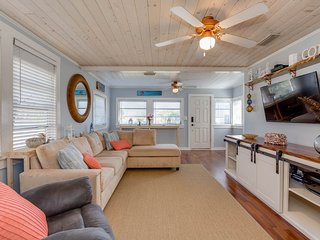 Charming beach cottage 3 blocks to beach