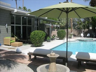 Perfect Palm Springs Modern Home with Saltwater Pool/Spa in Central location