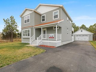 Upscale pair of homes w/ two kitchens & huge porches - great for events!