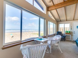 Stunning, dog-friendly, oceanfront home with private hot tub & chef's kitchen