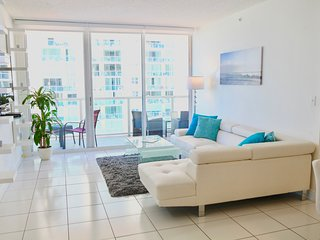 ★WALK TO THE BEACH! LUXURY APT. OCEAN & BAY VIEW★