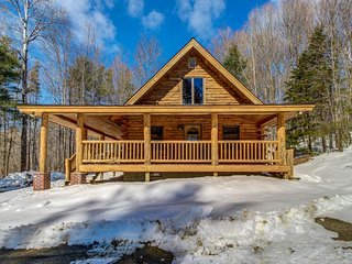 Log home perfect for a family getaway - 5 miles to Okemo Mtn Resort!