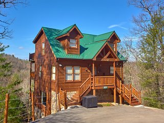 $99 April Special - Secluded+Convenient Cabin - 60' 3D TV, WIFI, Game Room