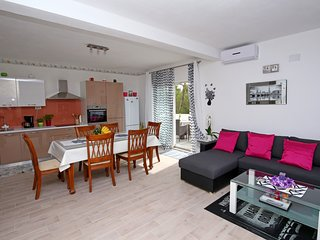 4 stars luxury apartment close to the city