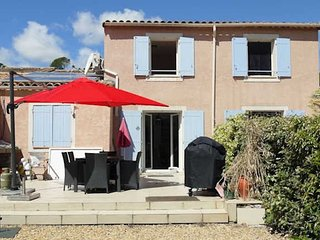 Pezenas, holiday rentals France, shared pool (sleeps 6)