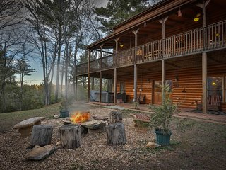 Private 5Bed Luxury Lodge - Fire Pit, Hot Tub, Media/Games Room, Pet Friendly